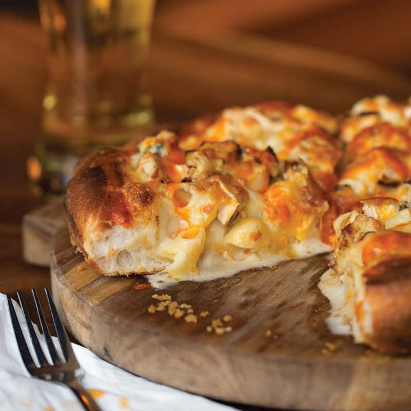 BUFFALO CHICKEN MAC & CHEESE PIE